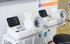 血圧測定器の写真を掲載